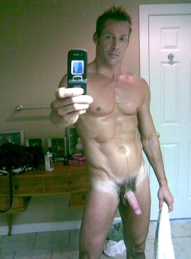 Muscle Man Showing Off His Hot Cock - Nude Grindr Boys